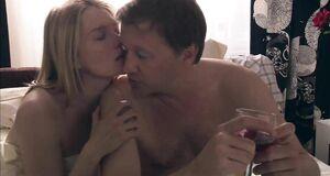 Интимная сцена на кровати с Викторией Толстогановой