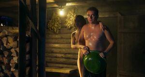 Обнаженная Любовь Аксенова в бане