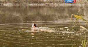 Ольга Дыховичная купается голышом