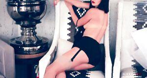 Ню фотосессия Евгении Брик для журнала Maxim