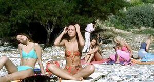 Евгения Брик оголила сиськи на пляже