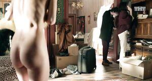 Агата Муцениец без одежды в квартире