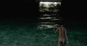 Эротическая сцена с Лолой Ле Ланн на пляже