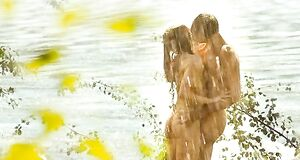 Раздетая Елена Николаева трахается под дождем