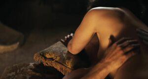 Порно сцена с Эмилией Кларк