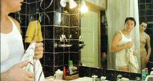 Голая Лариса Шахворостова моется под душем