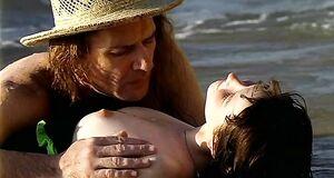 Порно сцена с Ольгой Понизовой на пляже