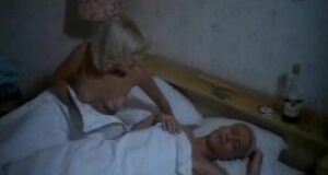 Александра Захарова без лифчика