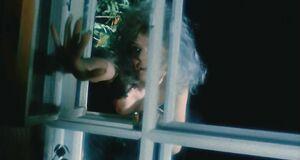 Полураздетая Александра Захарова влетает в окно