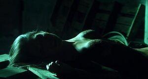 Голая инопланетянка Хелена Мэттссон упала с высоты