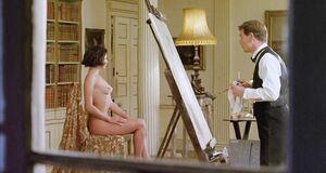Кейт Бекинсейл голышом позирует перед художником