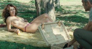 Виоланте Плачидо топлесс на озере
