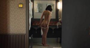 Адель Экзаркопулос голышом в ванной