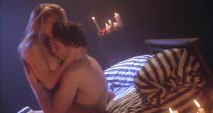 Интимная сцена на кровати с Памелой Андерсон