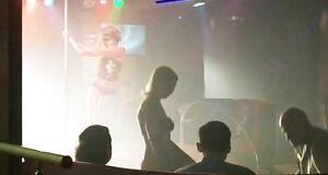 Виктория Полторак танцует стриптиз