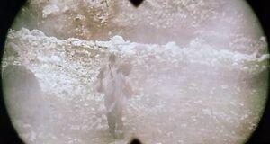 Абсолютно голая Амалия Мордвинова бегает под обстрелами