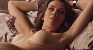 Голая Эшлинн Йенни в постели