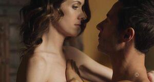 Любовная сцена с Эшлинн Йенни