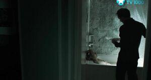 Северия Янушаускайте моется в ванне