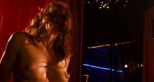 Мариса Томей танцует приватный танец