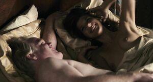Интимная сцена на кровати с Марисой Томей