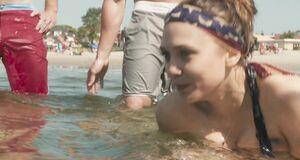 Дакота Фаннинг и Элизабет Олсен купаются голышом