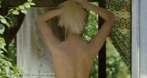 Анна Здор засветила голую сиську