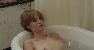 Трах с Анджелиной Джоли в ванне