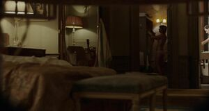 Анджелина Джоли подглядывает за голышом Мелани Лоран