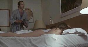 Орнелла Мути спит голышом