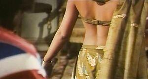 Индийский танец полураздетой Орнеллы Мути
