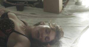 Порно сцена с Джеммой Артертон на столе