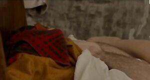 Леа Сейду голышом на кровати
