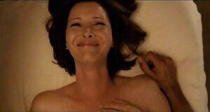 Лизе Кудроу засветила голую сиську на массаже