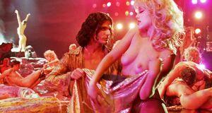 Эротическое шоу с Элизабет Беркли и Джиной Гершон
