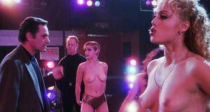 Бетани Чессер, Мария Диас и Элизабет Беркли с голыми сиськами