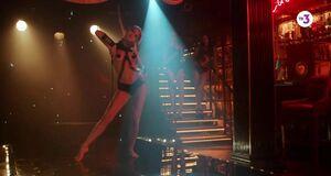 Анастасия Щеглова танцует стриптиз