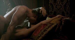 Интимная сцена на кровати с Ребеккой Фергюсон