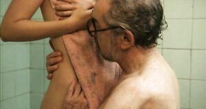 Молодая голая Мария Вальверде дает потрогать себя мужику
