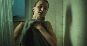 Наоми Уоттс в ванной