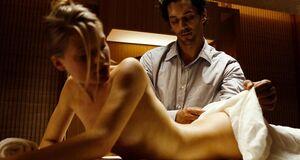 Мелани Тьерри делают интимный массаж