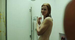 Николь Кидман засветила голую грудь принимает душ