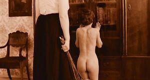 Анжелику Неволину выпороли по голой жопе