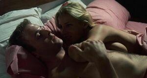 Интимная сцена на кровати с Эльзой Патаки