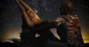 Сексуальная Ким Кардашьян в клипе «Bound 2»