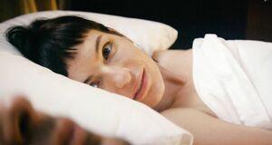 Интимная сцена на кровати с Марией Данилюк и Александрой Бортич