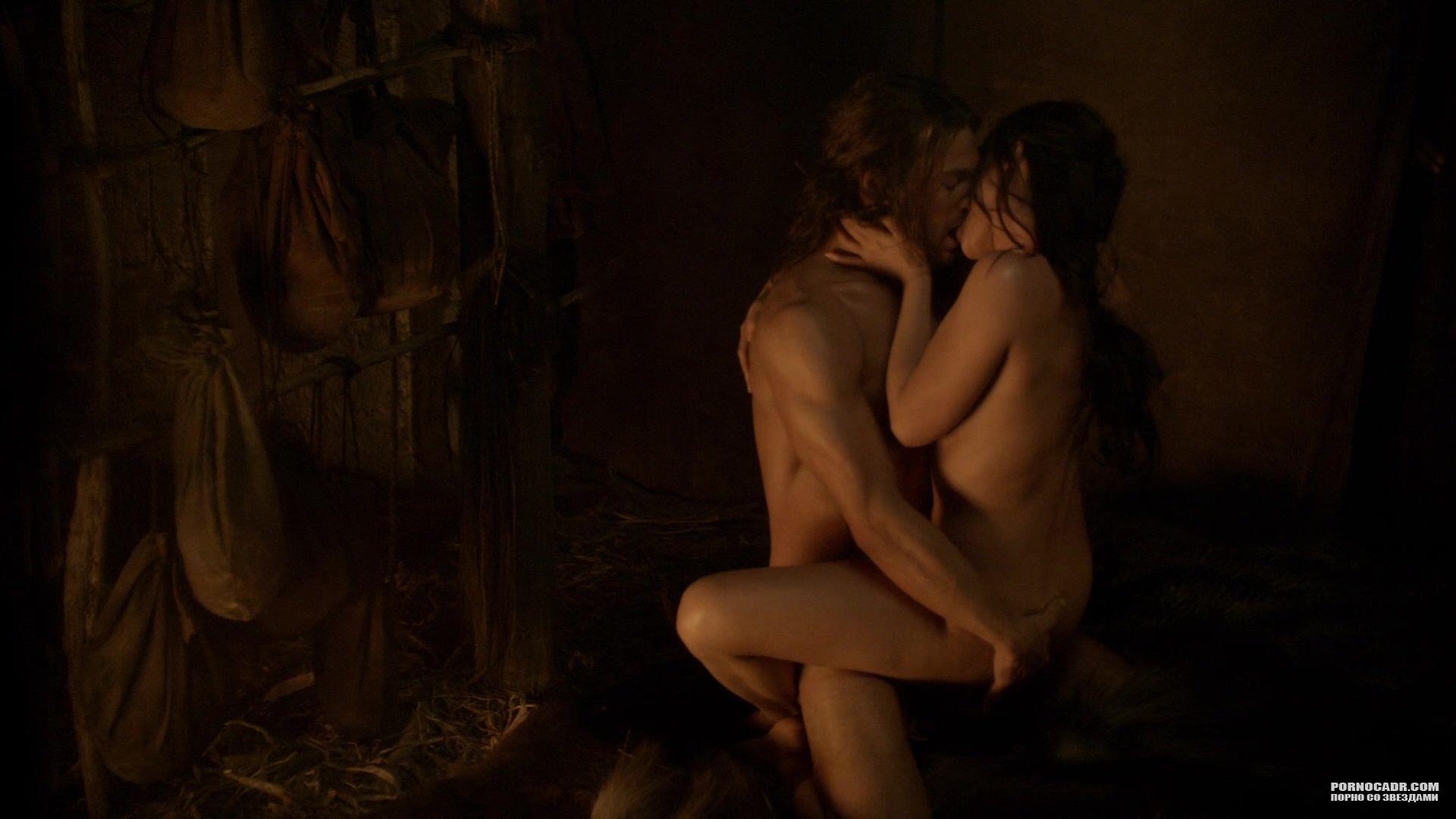 eroticheskie-filmi-virezannie-otkrovennie-momenti-sekretarshu-na-stole-szadi-video