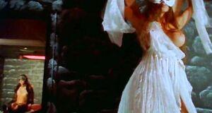 Интимная сцена на кровати с Амандой Ригетти