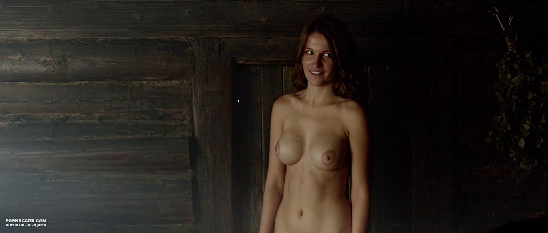 всему прочему асмус голая в фильме продолжил отчасти боковым