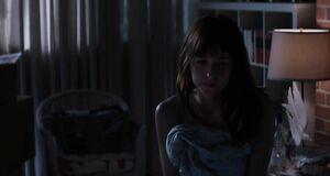 Интимная сцена на кровати с Дакотой Джонсон